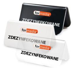 etykiety informacyjne na stol z napisem logo
