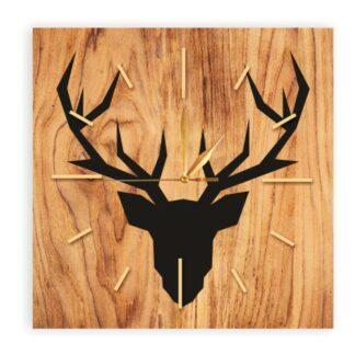drewninay kwadratowy zegar z jeleniem
