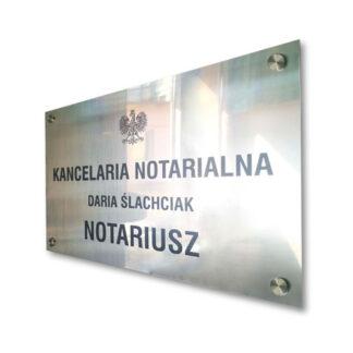 notariusz tabliczka przy wejsciu do gabinetu