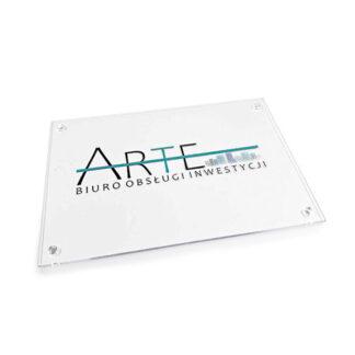 Biala tabliczka z logo firmy
