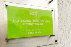 tabliczki-z-dystansami-uv
