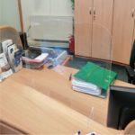 osłona z plexi na biurko