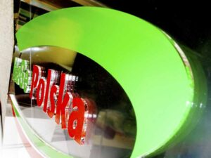 logo z plexi na szybie