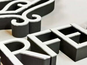 litery z pleksi szyldy reklamowe kasetony napisy z plexi producent Bydgoszcz firma Białe Błota Formedia_5