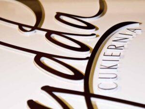 logo cukierni z plexi