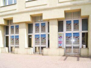 Oklejanie okien sklepowych