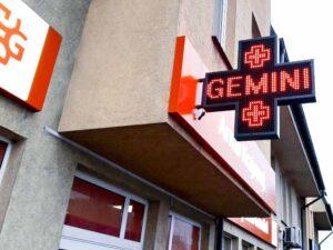 semafor z pleksi szyldy reklamowe kasetony napisy z plexi producent Bydgoszcz firma Białe Błota Formedia