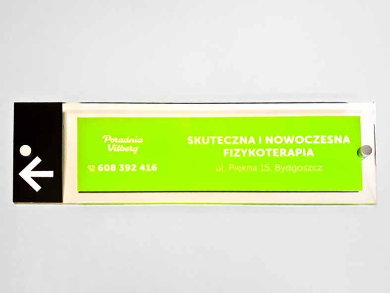 tabliczki z pleksi szyldy reklamowe kasetony napisy z plexi producent Bydgoszcz firma Białe Błota Formedia_1