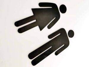 znak z pleksi informujący
