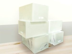 pudełka z plexi